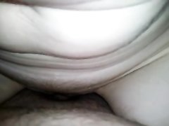 В немецком видео любовница крупным планом сосёт член и трахается в липкую киску