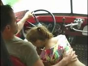 Молодая пассажирка в любительском видео соблазнила водителя автобуса