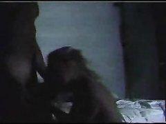 Ласковая блондинка в домашнем видео ласкается в 69 позе с нежным ухажёром