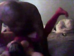 Белая упитанная леди в домашнем видео изменяет мужу с озабоченным негром