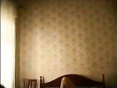 Зрелый толстяк с молодой любовницей в жарком видео кувыркается в постели