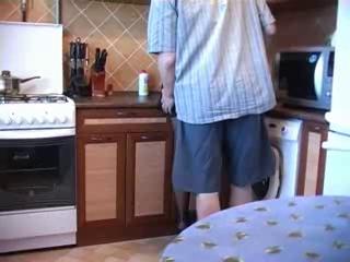 Женатый мужик вызвал проститутку в чулках для любительского секса с минетом