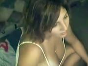 Немецкая грудастая красотка в любительском видео дрочит клитор и лижет соски