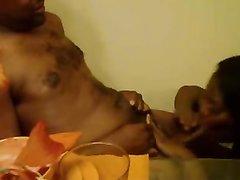 Негритянская парочка в любительском видео наслаждается умелым минетом