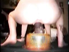 Зрелая дамочка просит любовника трахать киску огромной секс игрушкой чёрного цвета