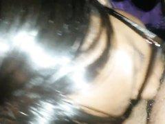 Негритянка в очках бесплатно делает домашний минет с глубокой глоткой