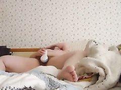 Домашняя мастурбация с секс игрушкой от зрелой леди снята скрытой камерой