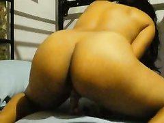 Любительская мастурбация с секс игрушкой подарила смуглянке желанный оргазм