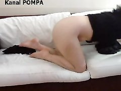 Надев маски турецкая пара наслаждается домашним сексом на мягком диване