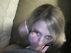 Домашний минет от блондинки с окончанием в рот снят на видео от первого лица