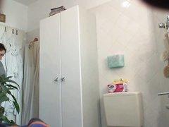 Зрелая толстуха в домашнем видео со скрытой камеры разделась до  нижнего белья