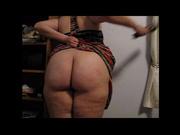 Толстая любовница с широкими бёдрами в любительском видео просит отшлёпать жирную попу