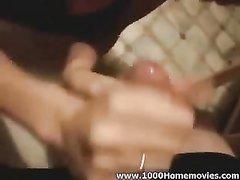 Домашний минет от шлюхи в нижнем белье в интимном видео представлен крупным планом