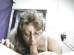 Домашний минет от зрелой интеллигентки в очках в ретро видео с окончанием в рот