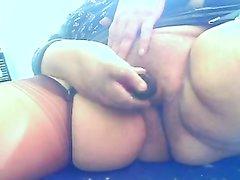 Не красивая зрелая толстуха для домашней мастурбации использует секс игрушку