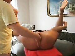 Зрелая домохозяйка просит парня сделать мастурбацию секс игрушкой и фистинг для сквиртинга