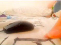 Любительская мастурбация со сквиртингом снята на видео крупным планом