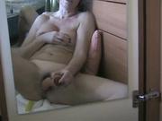 Сквиртингом у зрелой леди завершается любительская мастурбация с секс игрушками