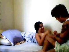 Турецкая любовница наслаждается сексом на кровати с темпераментным ловеласом