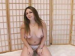 На любительский порно кастинг пришла красотка и выступила в соло сцене