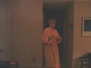 Домашняя мастурбация киски зрелой британки снята на видео скрытой камерой