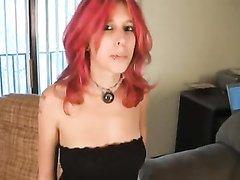 Рыжая любовница в анальном видео на диване трахается в попку с начальником