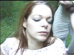 Нимфоманка в лесу нашла любовников для анального секса втроём с буккакэ