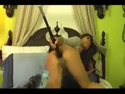 Смуглая дама в домашнем видео устроила анальный фистинг и мастурбацию