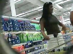 Подглядывание в любительском видео под юбки дамочек с упругими попками
