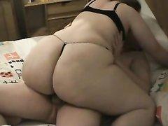 Толстая красотка достойна любительского секса даже в позиции наездницы