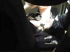 В салоне авто зрелая авто леди кончает от любительской мастурбации с секс игрушкой