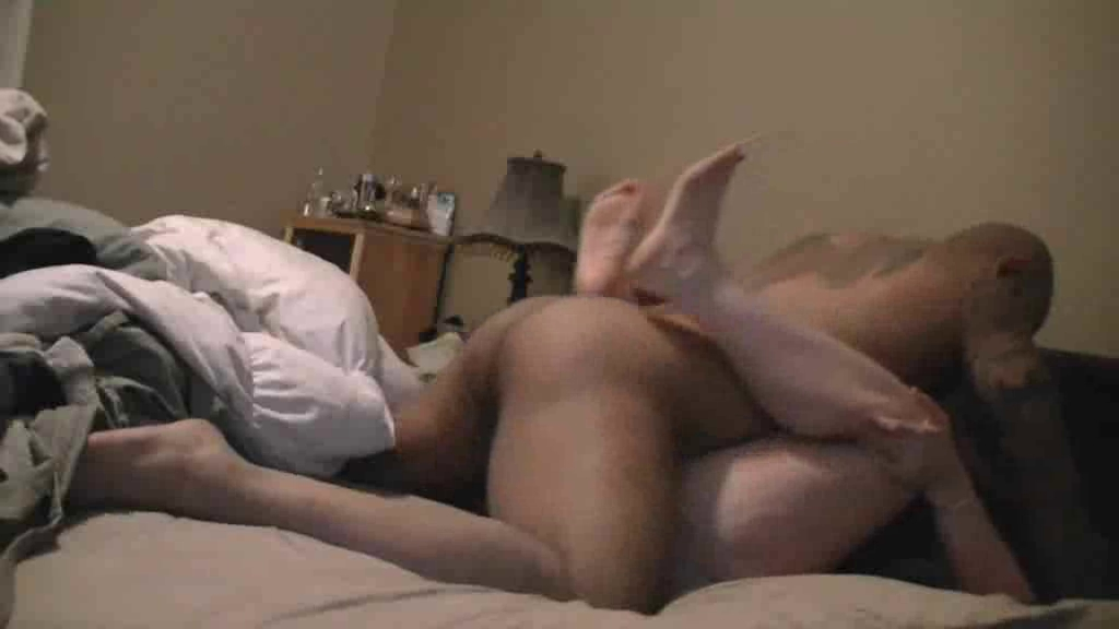 Влажная толстуха просит смуглого любовника завершить секс окончанием внутрь