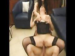 Анальный секс втроём с двумя зрелыми любовницами и куни с окончанием на лица дам