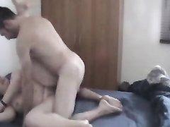 Озабоченная толстуха предпочитает секс на вебкамеру с худощавым парнем