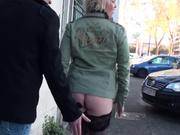 Для группового анального секса зрелая блондинка нашла опытных любовников