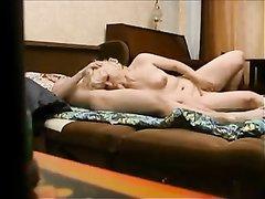 Скрытая камера снимает домашний секс зрелой блондинки и молодого соседа