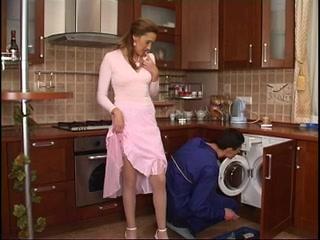 Порно со зрелой домохозяйкой
