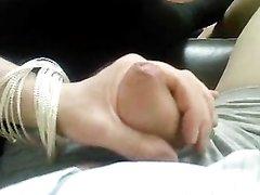 Дамочка в ретро видео совершила любительскую мастурбацию члена парня
