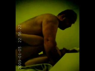 Страстная турецкая брюнетка предпочитает домашний секс верхом на члене
