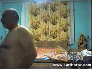 Любительский секс зрелой турецкой пары снимает скрытая камера в спальне