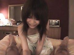 Японка в азиатском видео от первого лица делает любительский минет поклоннику