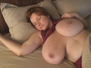 Толстуха с огромными сиськами сосет член видео — pic 1