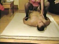 Фигурная зрелая кокетка для домашнего секса надела чулки и попрыгала на члене