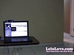 На работе сотрудница делает любительский минет на видео от первого лица