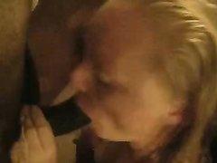 Негр обожают групповой домашний секс с замужней британкой изменяющей супругу