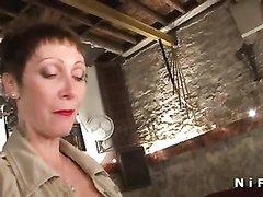 Зрелая француженка в домашнем видео трахается с парижанином в анальную дырочку