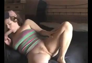 Зрелая и упитанная домохозяйка перед анальным сексом сделала минет партнёру