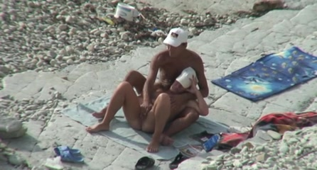 Секс парочек на пляже видео