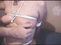 Жёсткий домашний БДСМ с привязыванием дамочки снят супружеской парой
