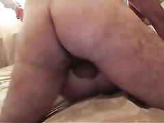 Британская красотка после любительской глубокой глотки готова к сексу